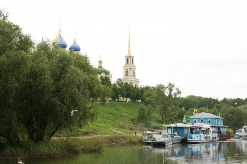 Ryazan_kremlin_from_the_Oka.jpg